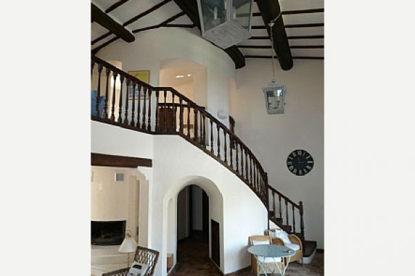 Villa with private pool: Staircase
